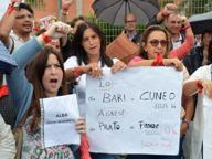 Gli insegnanti: «Renzi vogliamo tornare a casa»
