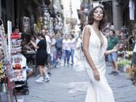 Madalina Ghenea, shooting fotografico per le strade di Napoli
