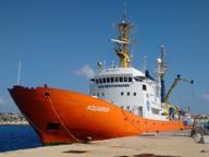 Un'altra nave di profughi a Brindisi La metà sono minori, c'è un neonato