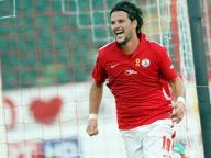 Il Bari viene a capo del Cesena, il 2-1 deciso da un Maniero ispirato
