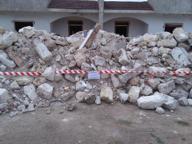 Macerie di un'abitazione in area protetta: quattro denunciati