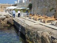Pedane e sdraio sotto i bastioni, sequestrato lido abusivo a Gallipoli