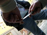 Si rifiuta di offrire sigaretta sul treno e viene accoltellato