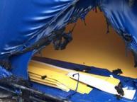Vandali indisturbati a Brindisi, bucato il nuovo pallone tensostatico