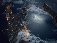 Nasa, lo scatto del Sud Italia dallo spazio: Napoli la città più luminosa