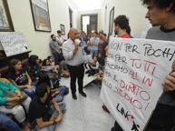 Tasse troppo care, studenti in piazza «Siamo costretti a lasciare gli studi» Il Cda ha varato proroghe e risparmi