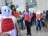 Protesta dipendenti ex Province, «Diteci cosa fare, siamo fantasmi»