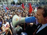 La questura dà l'ok, de Magistris in piazza a Roma contro Renzi
