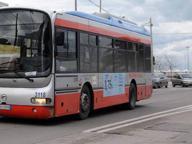 Sassi contro un bus dell'Amtab Infranti i vetri, nessun ferito