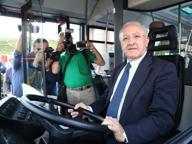 De Luca alla guida dei nuovi bus acquistati dalla Regione Campania