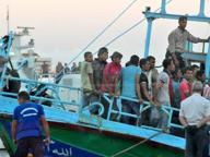Blitz per uno sbarco di migranti Ma era uno spettacolo teatrale