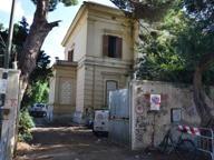 Villa Roth, una polveriera continua Aggredita una giornalista di Mediaset