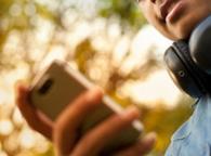 Mal di collo per abuso di telefonino in aumento tra i giovanissimi