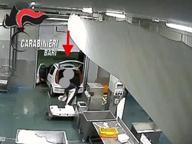 Dipendenti infedeli rubavano pesce Le telecamere bloccano il business