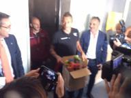 I giocatori della Salernitana al Ruggi, regali ai piccoli pazienti