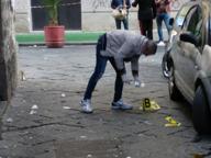 Ferito alla mano da colpi di pistola, sparatoria al quartiere Mercato