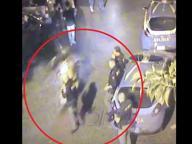 Napoli, centauro non si ferma all'alt e travolge poliziotto in piazza Bellini