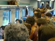 Pendolari come sardine nei convogli di Trenitalia