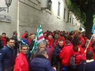Protesta operai Telecom a Lecce Chiedono il rinnovo del contratto