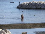 Caldo anomalo, a Napoli bagni in mare a novembre