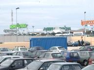 Paura a Bari, lite a colpi d'ascia davanti a un supermercato