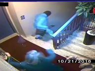 Portiere diventa rapinatore ma una donna lo mette in fuga
