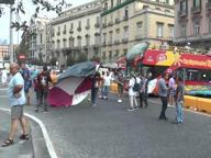 Operai licenziati dalla Fiat bloccano piazza Municipio