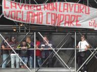 Napoli, disoccupati su impalcatura davanti al tunnel della Vittoria