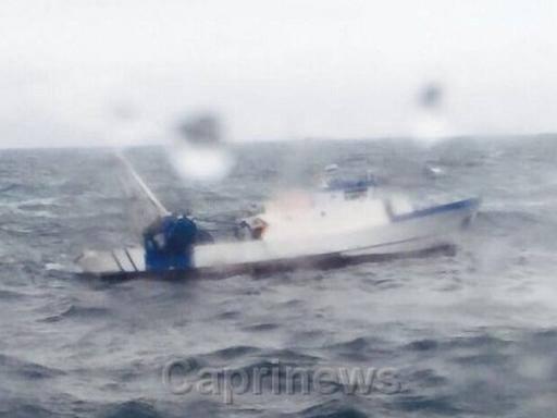 Un peschereccio soccorso nel mare in tempesta - Mare in tavola foggia ...