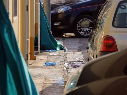 Uccide l'ex moglie a colpi di pistola Poi si spara: muore in ospedale