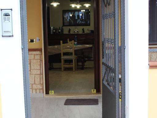 Bussano alla porta poi gli spari muore un 47enne - Unieuro porta tv ...