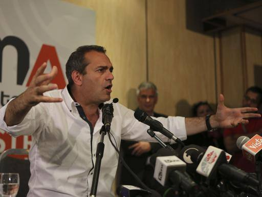 Terremoto, de Magistris contro Renzi «Fa soltanto propaganda e retorica»