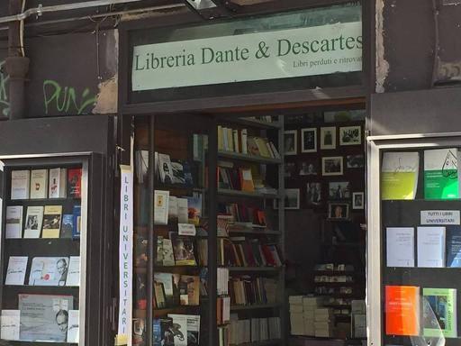 La libreria Dante & Descartes unica italiana nel libro reportage di Carriòn