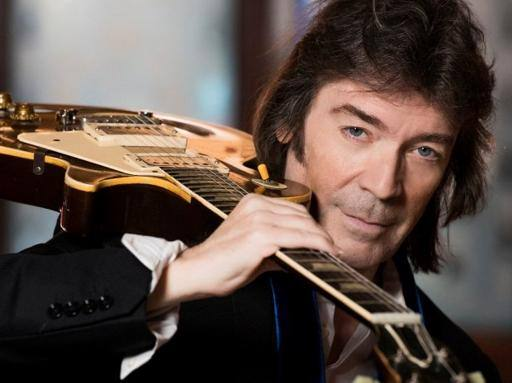 Napoli, de Magistris snobba Renzi e incontra Steve Hackett il mitico chitarrista dei Genesis