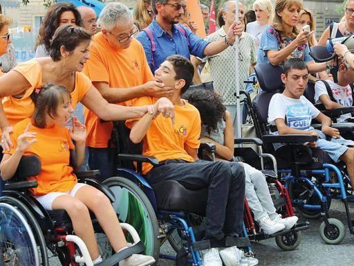 De Magistris: «Quella foto fa male, ragazzi disabili torneranno a scuola»