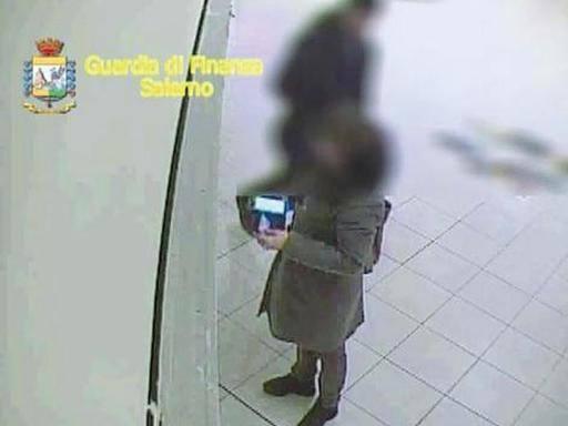 Ospedale Salerno, impronte digitali per stanare gli assenteisti