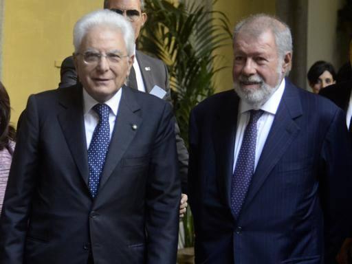 Mattarella a Napoli: il presidente accolto dagli applausi della gente