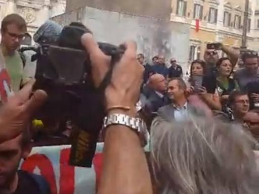 Da Napoli a Roma per dire no al commissariamento di Bagnoli