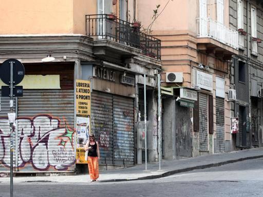In via Mezzocannone sigilli a un ristorante: era senza autorizzazioni