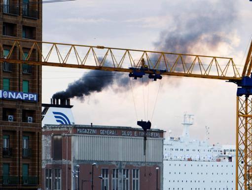 Napoli, navi e smog nel porto: «Forte inquinamento ma in linea con le zone molto trafficate»