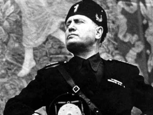 Sarno «cancella» Mussolini e il paese dell'agro insorge