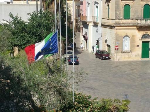Cucchi, bandiere a mezz'asta a Nardò Il sindaco: ne onoriamo la memoria