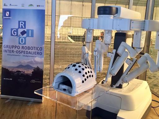 Da Vinci, a Napoli il robot-chirurgo Il test: capace di pelare un acino d'uva