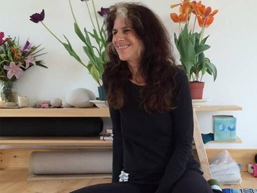 Ahtanga yoga, la guru Usa Nancy Gilgoff alla Solfatara