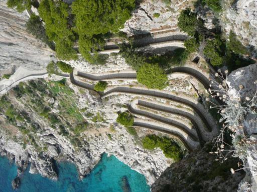 Capri, referendum (e soldi) per riaprire via Krupp