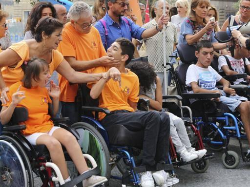 Napoli, disabili senza assistenza e operatori senza lavoro