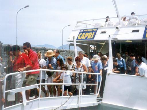 «Troppi turisti a Capri, scoppiamo»: sindaco invoca misure speciali