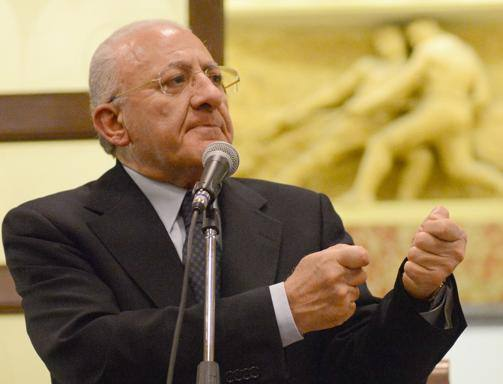 De Luca, diktat sul referendum ai sindaci amici: «Contate i voti possibili per il Sì e mandateci un fax»